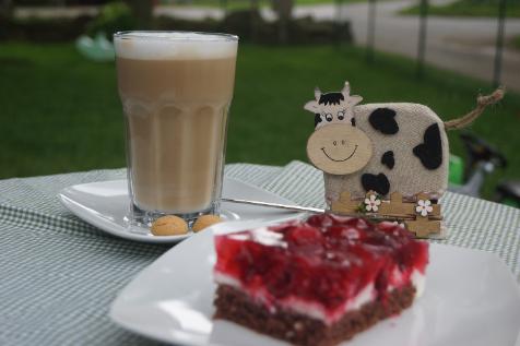 Melkhus Ardestorf - Kaffee und selbstgebackener Kuchen